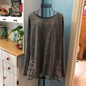 Lose-fitting top